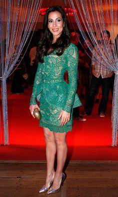 Tania Khallil apostou no vestido verde de renda, da estilista Martha Medeiros, com mangas e volume peplum na cintura.