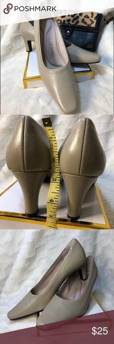 a4201541750 Liz Baker high heel size 8M Liz Baker leather upper
