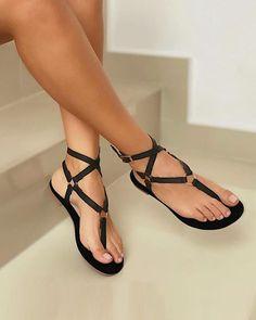 Pretty Sandals, Boho Sandals, Sandals Outfit, Cute Sandals, Fashion Sandals, Pretty Shoes, Flat Sandals, Strap Sandals, Gladiator Sandals