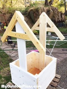 Woodworking Projects Birdhouse Woodworking Plans: Wishing Well Planter Box