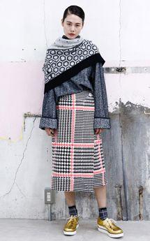 「mintdesigns」2017 A/W TOKYO COLLECTION テーマは「She is so British....」、英国由来の独自性に富んだテキスタイルが光る | COLLECTION | FASHION | ファッション雑誌『装苑』のオフィシャルサイト ファッション、ビューティ、カルチャーなどの厳選した情報をお届け! 装苑ONLINE
