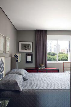 Tons de cinza modernizam o apartamento dos anos 1970 comprado em leilão