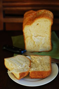 Basic white bread made in a bread machine by JuliasAlbum, via Flickr