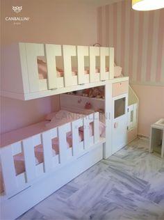 """Como meter 3 camas en 9 m2.  La habitación de la pequeña Valeria, en Málaga, a penas tiene 9 m2 y su madre, Teresa, necesitaba colocar 3 camas para poder acomodar a la familia, que viene de muy lejos.  Y resolvimos el problema con una litera tren de Canballini, de """"atrevida"""" pero """"muy segura"""" estructura, consiguiendo ademas del armario, una estanteria y un baúl para guardar ropa, almuhadas, muñecos, ..."""