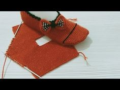 Easy two spit booties / Booties model with five skewers like knit but with two skewers Slipper Boots, Skewers, Womens Slippers, Daily Fashion, Youtube, Crochet Bikini, Snug, Diy And Crafts, Reusable Tote Bags