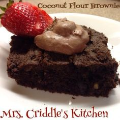 Ive made quite a few things using almond flour. I like almond flour but I wanted to try coconut flour to switch it up a little. I LOVE this brownie recipe. I think its better than the almond flour brownies. These brownies were moist I love that. Trim Healthy Recipes, Trim Healthy Momma, Thm Recipes, Brownie Recipes, Snack Recipes, Dessert Recipes, Snacks, Coconut Flour Brownies, Coconut Flour Recipes