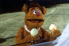 Fozzie orders dragonfly ripple ice cream for Kermit