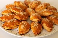Sünger Pandispanya Keki Savory Pastry, Homemade Beauty Products, Pretzel Bites, French Toast, Food And Drink, Health Fitness, Brunch, Bread, Baking