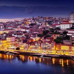 Por todo o país existem cantos e recantos de encantar. Descubra 30 locais deslumbrantes em Portugal que deve visitar antes de morrer.