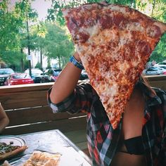 so we were talking about food then pizza and then i got super hungry for pizza, and then i saw dis and i was like mmmmmmmmm