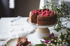 Kolmen aineen nutellakakku (V, GF) – Viimeistä murua myöten Vegan Cake, Tiramisu, Nutella, Cheesecake, Food And Drink, Gluten Free, Yummy Food, Sweets, Chocolate