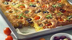 Porkkanasose mehevöittää focaccian. Tomaatit, oliivit ja rosmariini antavat leivälle väriä ja makua. N. 0,60€/annos*. Vegetable Pizza, Lasagna, Food To Make, Nom Nom, Meat, Chicken, Baking, Vegetables, Ethnic Recipes