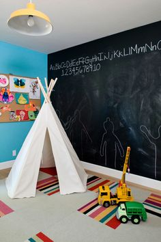 Preparing Your Kids Bedroom For Their Back To School Schedule. This school season prep their room with chalkboard walls, bookshelves & decor ideas. #backtoschool #BTS #kids #organization http://stagetecture.com/2014/08/kids-bedroom-ideas-back-to-school/