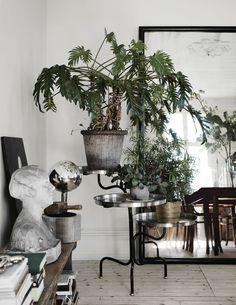 Tour an Awe-Inspiring Eclectic Home in Sweden - Nordic Design Decor Interior Design, Interior Styling, Interior Decorating, Plantas Indoor, Rue Verte, Decoracion Vintage Chic, Deco Studio, Sweet Home, Gravity Home