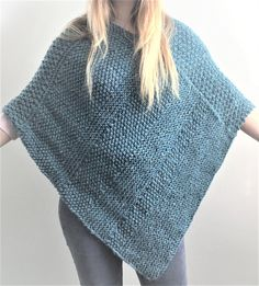 Knitting Pattern for Lorna Poncho - This easy poncho is knit flat in easy knit and purl textures including moss, double moss and garter stitch. Designed by The Lonely Sea Poncho Knitting Patterns, Knitted Poncho, Knitted Shawls, Knit Patterns, Free Knitting, Stitch Patterns, Crochet Vests, Crochet Shirt, Débardeurs Au Crochet