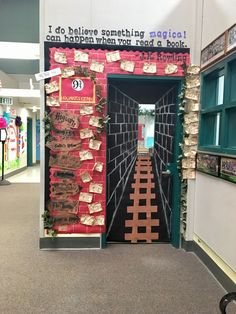 Read-A-Thon door! Read-A-Thon Door! Party Harry Potter, Harry Potter Classes, Décoration Harry Potter, Harry Potter Classroom, School Displays, Classroom Displays, Classroom Themes, Classroom Board, Future Classroom
