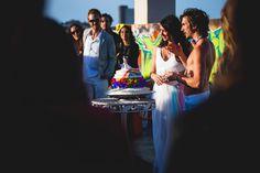 A friend of mine got married recently. I gotta admit, i LOVE the dress and the cake.