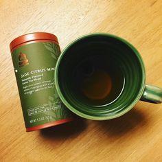 今日は @teavanatea の レモンバーベナレモングラススペアミントがブレンドされた緑茶 この会社は確かスタバの1部になって結構経つけどまだ日本ではあまり馴染み無い感じが何でも簡単に手に入らない方が面白いからいいか . 9/5 晩ごはん: おにぎりりんご緑茶おやつにクッキーチョコ いつもと同じ時間でいつもの倍泳げた気合しだいなんだねあはは人と会うとスィーツを食べる機会が増えるけど食べる量はムリなく減らせてる自分いいね . #hulagirl #fitnessjourney #fitnesswomen  #fitnessmotivation #islandvibes #mermaidintraining #sapporo #hokkaido #japan #フラガール #ロコガール #からだづくり #フィットネス女子 #フィットネスライフ #北海道 #札幌