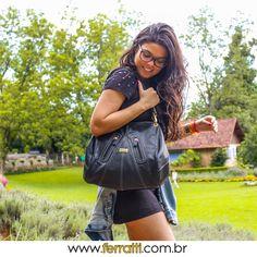 A bolsa bucket em couro legítimo é estilosa e na cor preta é um coringa, permitindo combinação com vários looks!