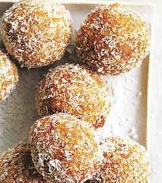 Low carbohydrate coconut balls Snack Easy to lose weight - Healthy Pin Love Food, A Food, Food And Drink, Lchf, Healthy Sweets, Healthy Snacks, Healthy Recepies, Donuts, Go For It