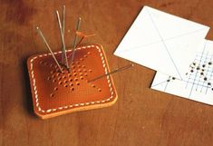 Leather pincushion -clever and durable, lined with felt? Leather Art, Sewing Leather, Leather Pattern, Leather Gifts, Leather Design, Leather Pouch, Leather Tooling, Leather Jewelry, Leather Diy Crafts