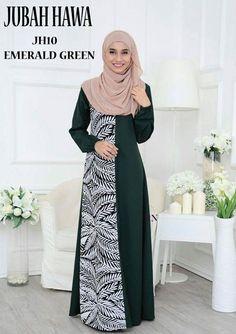 Gamis 1 Street Hijab Fashion, Abaya Fashion, Fashion Dresses, Model Dress Batik, Batik Dress, Long Dress Patterns, Mother Of The Bride Dresses Long, Hijab Trends, Muslim Women Fashion