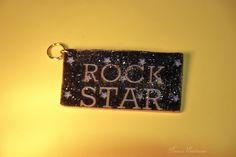 """""""Rock Star""""-Taschenanhänger (Handarbeit) aus Polymerclay mit Serviettentechnik.     Polymer Clay ist eine ofenhärtende Modelliermasse, die es in versc"""