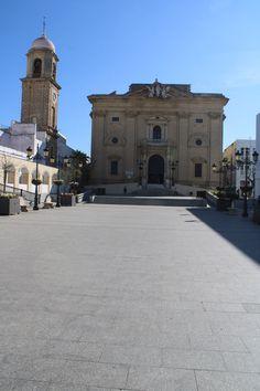 iglesia de San Juan Bautista en Chiclana de la Frontera Louvre, Mansions, House Styles, Building, Travel, John The Baptist, Viajes, Buildings, Fancy Houses