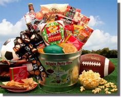 More - Tailgate Party Time Gift Pail. Do you have a weekend warrior on your gift giving list? This awesome tailgate party gift pail is the perfect gift for all the sports fana Gift Baskets For Men, Themed Gift Baskets, Raffle Baskets, Theme Baskets, Fundraiser Baskets, Candy Baskets, Easter Baskets, Silent Auction Baskets, Christmas Baskets