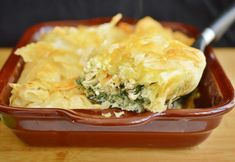 Spinach and Chicken Pie. Spinach and chicken pie (in Romanian) Pie Recipes, Cooking Recipes, Spanakopita, Poultry, Mashed Potatoes, Spinach, Good Food, Chicken, Ethnic Recipes