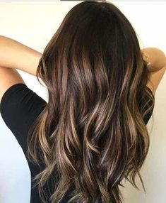 The most popular highlights for dark hair are light brown or caramel balayage, but there are no limits on color for a balayage hairstyle. Look below for the top balayage for dark hair to find your inspiration. Brunette Blonde Highlights, Brunette Color, Brown Blonde Hair, Brown Hair With Highlights, Balayage Brunette, Hair Color Balayage, Balayage Hairstyle, Balayage Highlights, Caramel Highlights