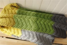 Super easy crochet blanket!! Free pattern. I'm in the process of making it right now and I'm already happy with it