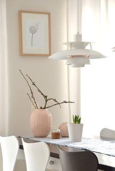 Mal schauen... #interior #einrichtung #einrichtungsideen #ideen #living #realhomes #deko #dekoideen #decoration #scandinavian #skandinavisch #esszimmer #diningroom #white #pastell Foto: applecrumble