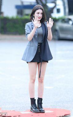 Pin Image by Bunda Hijaber Kpop Girl Groups, Korean Girl Groups, Kpop Girls, Korea Fashion, Asian Fashion, Airport Fashion, Iu Short Hair, Kpop Outfits, Fashion Outfits