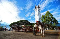Jam Gadang - Bukittinggi. Tag your friends who gonna join to this place! Follow us @pari_wisata for more recommendations place for your journey.  Don't forget to keep and love our earth. Have a great day adventurers. Find - Share - Care.  #PARI_WISATA #lost #indonesia #adventurers #adventure #openstreet #wilderness  #alam #instaAdventure #indotraveller #traveller #Exploreindonesia #exploration #traveling #travellingindonesia #nature #landscape #sumbar #exploresumbar  #petualang…