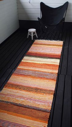 Liljan Lumo: Orange rag rug designed and made by Liljan Lumo/ Tiina Lilja Oranssi räsymatto terassille. Inexpensive Area Rugs, Crochet Granny Square Afghan, Granny Squares, Pom Pom Rug, Rug Runners, Rustic Rugs, Weaving Projects, Tapestry Weaving, Contemporary Rugs