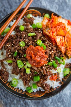 20 Minute Korean Beef Recipe : Tasty Korean style seasoned ground beef that's ready in less than 20 minutes! Korean Beef Recipes, Meat Recipes, Asian Recipes, Cooking Recipes, Healthy Recipes, Ethnic Recipes, Korean Beef Bowl, Oriental Recipes, Cooking Courses