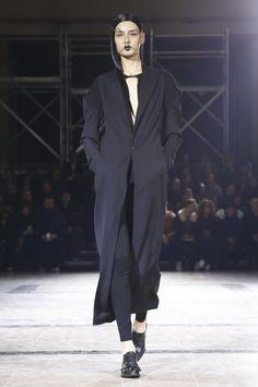 Yohji Yamamoto Ready To Wear Fall Winter 2016 Paris