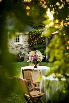 5 Daring Clever Ideas: Backyard Garden Landscape How To Grow backyard garden flowers tree stumps.Backyard Garden Shed Country Living. Outdoor Dining, Outdoor Spaces, Outdoor Decor, Outdoor Seating, Easy Garden, Home And Garden, Spring Garden, Big Garden, Spring Summer