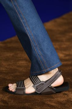 Prada - Spring 2015 Menswear - Look 36 of 94 Me Too Shoes, Shoe Boots, Shoes Sandals, Dress Shoes, Prada Spring, Barefoot Men, Prada Men, Mens Slippers, Vogue Paris