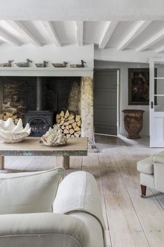 29 Trendy Home Living Room Fireplace Beams Fireplace Beam, Living Room With Fireplace, Cottage Fireplace, Country Fireplace, Rustic Fireplaces, Farmhouse Fireplace, Modern Fireplace, Small Living Rooms, Home Living Room
