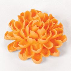 The Chrysanthemum is a fall classic but can be seen on cakes year-round in many seasonal colors. And it's easier to pipe than you would think. The secret to success--the curved opening of specialty tip 81 used with a simple leaf-making motion. Frosting Flowers, Royal Icing Flowers, Fondant Flowers, Fondant Rose, Sugar Flowers, Cake Decorating Techniques, Cake Decorating Tutorials, Wilton Cake Decorating, Cookie Decorating