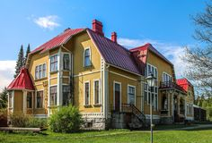 Koivumäen kartano, Finland Old Mansions, Mansions Homes, Wooden Buildings, Wooden Houses, Modern City, Old Town, House Colors, Countryside, Building A House