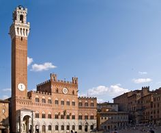 The Palazzo Pubblico (town hall) and the Torre del Mangia in Siena, in the Tuscany region of Italy. Palazzo, Avignon France, Greece Today, Rome, Iran Travel, Amazing Buildings, Shore Excursions, Visit Italy, Milan Italy