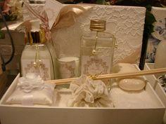 cx com renda madrinha zaza4 Lavender Recipes, Wedding Boxes, Wedding Ideas, Backdrops, Bridal Shower, Perfume Bottles, Table Decorations, Cool Stuff, Home Decor