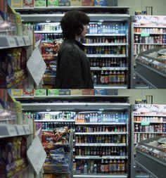 OMG. Are those DORITOS!?  Under the skin (2013) by Jonathan Glazer with Scarlett Johansson
