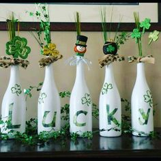 Need that something special for decorations that your friends dont have? Well these hand painted wine bottles are the answer! I can do a custom order(Wine Bottle Painting) Wine Bottle Art, Painted Wine Bottles, Wine Bottle Crafts, Mason Jar Crafts, Beer Bottle, Diy Bottle, Gold Bottles, Bottle Vase, Glass Bottles