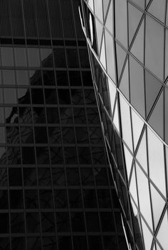 Reflections of the Gherkin    A bit of archi­tec­ture for a change. I don't do much of this but, on my way back from the Lon­don Pho­towalk a couple of weeks ago I stopped off in the City and got this.
