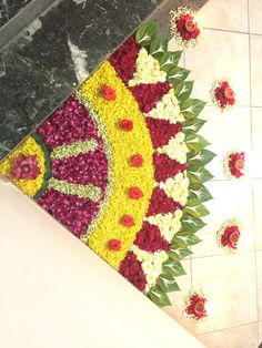 DIY flower rangoli / floor decoration using flower petals & leaves Flower Rangoli Images, Rangoli Designs Images, Rangoli Designs Flower, Colorful Rangoli Designs, Rangoli Patterns, Rangoli Ideas, Rangoli Designs Diwali, Diwali Rangoli, Beautiful Rangoli Designs