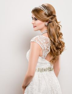 Hair & Makeup | Coiffure & Maquillage: Sherri Jessee Photo: Nathan Mays Wardrobe | Vêtements: A Bridal Path www.canhair.com  #Hair #Style #bridal #bride #wedding